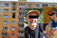 Otce a syna zabil žhář: Obyvatelé paneláku, kde hořelo, dostanou peníze ze sbírky