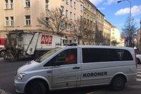 Popeláři srazili v Kubelíkově ulici seniorku (†93): Ta na následky zranění zemřela
