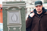 Kontroverzní umělec Týc: Krumlovskou madonu vytvořil z rozervaného pletiva