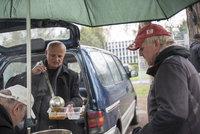 Miliardář Horáček mezi bezdomovci: Polévku jim naléval v dokonalém obleku
