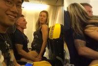 Pravda o sexu v letadle Ryanair: Promluvila kamarádka divoké matky 3 dětí