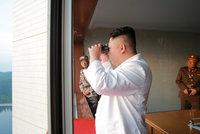 Kim Čong-un se prý děsí atentátu. Vyhýbá se lidem a jezdí v autech podřízených