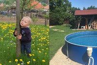Matoušek (†2) se utopil v bazénu: Rodina ho pohřbila s milovanou hračkou