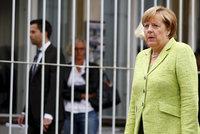 Merkelová po dovolené vyrazila do vězení. A řeší i uprchlickou vlnu v Itálii