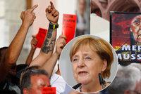 """""""Zrádkyně."""" Odpůrci Merkelové vztyčili prostředníčky a vytáhli červené karty"""