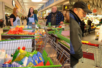 Když váš běžný nákup zachraňuje: Matce, co má dvoje dvojčata, pomohla potravinová sbírka