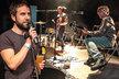 Lídr kapely Tata bojs Milan Cais navrhuje etikety na pšeničné pivo!