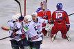 Jan Kovář se raduje se spoluhráči z Magnitogorska z gólu proti Lvu v základní části KHL