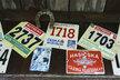 Startovní čísla, se kterými Tomáš závodil v Teplicích, když jezdil na kole.