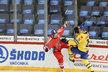 Češi se Švédy na Karjale bojovali jako nadoraz, Michal Kempný se takhle střetl s Andreasem Engqvistem
