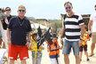 Elton John vyvezl rodinku k moři. Kam jinam než do oblíbeného Saint Tropez.
