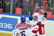 Tomáš Kundrátek se raduje s Michalem Kempným ze vstřelené branky v zápase proti Rusku.