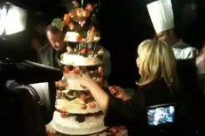 Krájení dortu se ujala Hana Zagorová.