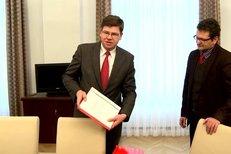 Šéfredaktor Blesku Pavel Šafr osobně donesl petici čtenářů ministru spravedlnosti Jiřímu Pospíšilovi