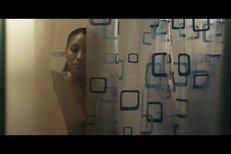 Sexy scéna ve sprše z filmu Labyrint