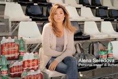 Alena Šeredová s manželem Gigim v reklamě