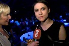 Ovíněná Lenka Dusilová dává rozhovor