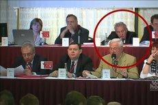 Miroslav Ransdorf si opět při hlasování pospal