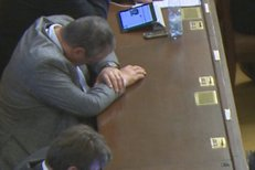 Karel Schwarzenberg při projevu Davida Ratha spal