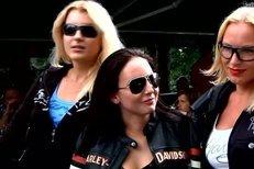 Nováčková, Nová a Pártlová na Harleyích