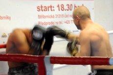 Redaktor deníku Sport František Prachař vyzkoušel přímo v ringu formu boxera Lukáše Konečného před zápasem o titul mistra světa se Zaurbekem Bajsangurem z Ruska