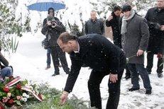 Hokejisté z Nagana se na startu oslav 15. výročí zlata přišli poklonit památce Ivana Hlinky