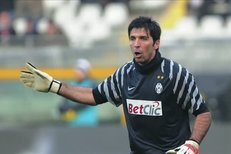 Buffon nebo Čech: kdo je lepším gólmanem? Napoví i dnešní duel
