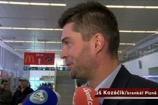 Plzeňští fotbalisté poté, co přistáli na Letišti Václava Havla v Praze po prohře s CSKA Moskva