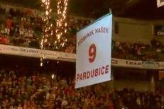 Hokejové Pardubice slavnostně vyřadily dres č. 9 Dominika Haška