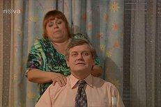 Hložánek jde do útoku, Simonu chce dostal do postele stůj co stůj.
