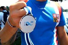 Martin Fuksa slaví se stříbrnou medailí z mistrovství světa