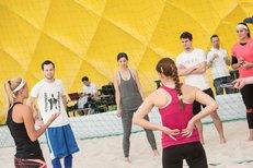 Reportér iSport TV trénoval s plážovými volejbalistkami: Porazil jsem Maki!