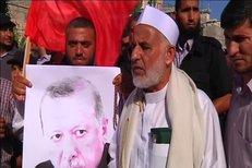 V Palestině a Íránu se dokonce konaly demonstrace na podporu turecké vlády.