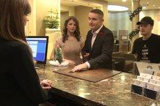 Hron na hotelu s mladou zpěvačkou Adélou! Táta nebo milenec?