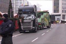 Kamion jako nástroj teroru. Takhle ho odváželi z centra Berlína