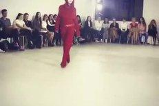 Simona Krainová na módní přehlídce