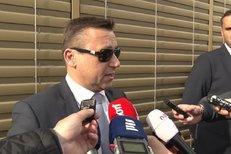 Peltův advokát Šerák: Zadrželi ho kvůli prohlídkám. S policií spolupracuje