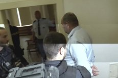 Pelta u soudu. Šéf českého fotbalu čekal na rozhodnutí o udělení vazby