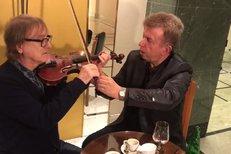 Žbirka jak ho neznáte! Proč se učí na housle u virtuoza Svěceného?