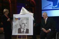 """Změnil život Merkelové i Evropě. Zemřel """"Velký Němec"""" Helmut Kohl"""