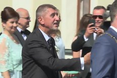 Svatba Andreje Babiše: Ženich vítá hosty, nevěsta nestíhá!