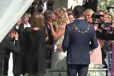 ANO! Babiš a Monika jsou svoji: Podívejte se na nejvášnivější novomanželský polibek!