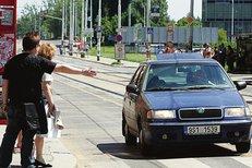 Věci Veřejné navrhují, aby chodci na přechodu mávali na řidiče.