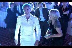 VIDEO: Jana Švandová, Jiří Bartoška a Kateřina Neumannová se stali hvězdami tanečního parketu na večírku k 50. výročí zlínského filmového festivalu