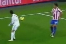 Cristiano Ronaldo naštval soupeře - dovolil si totiž přihrávku zády