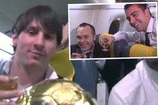 Veselá cesta nejlepších fotbalistů světa z Curychu do Barcelony