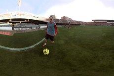 Andrés Iniesta ve spotu představující nové kopačky.