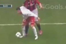 Zlatan Ibrahimovic se pustil do soupeře pěstí