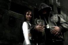 Rytmus ve videoklipu se svojí holkou