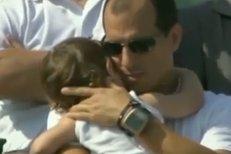 David Ferrer vypálil míček směrem na plačící dítě